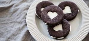 Chocolate biscuits with cream