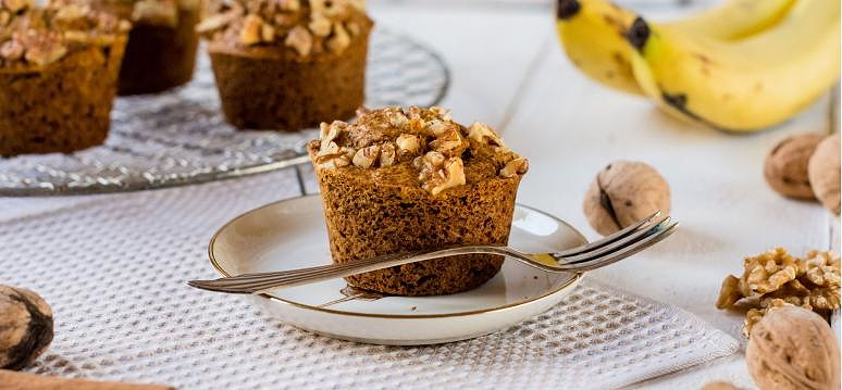 Muffins with banana and walnuts