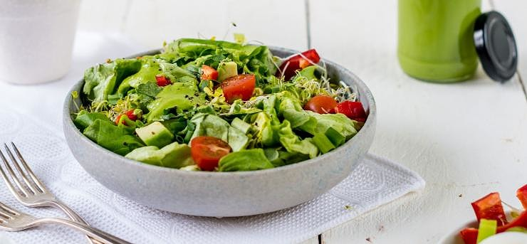 Salad with avocado dressing